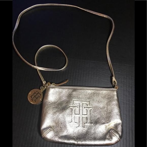 Tommy Hilfiger Handbags - Cute Tommy Hilfiger purse EUC